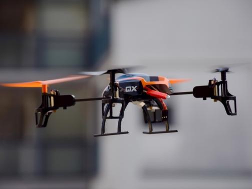 drone-674238_1280